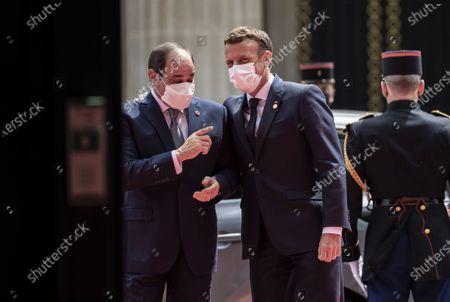 French President Emmanuel Macron (R) welcomes Egyptian President Abdel Fattah al-Sisi