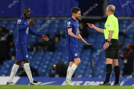 Referee Mike Dean (R) argues with Chelsea's Jorginho (C) and Antonio Ruediger (L) during the English Premier League soccer match between Chelsea FC and Leicester City in London, Britain, 18 May 2021.