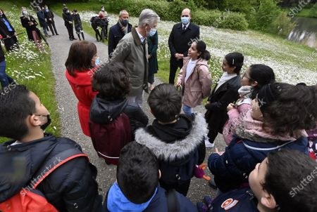 Stock Image of Brussels City mayor Philippe Close (R), King Philippe of Belgium and kids are pictured during the first educational visit on the biodiversity in the domain of the Royal castle in Laken/Laeken  for pupils of Brussels schools, Brussels, Belgium, 19 May 2021.