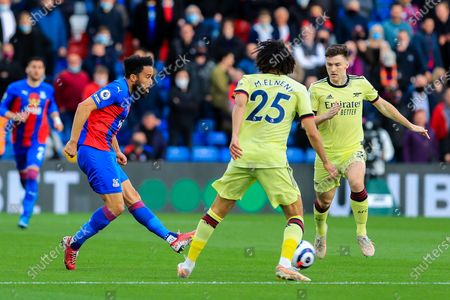 Crystal Palace #10 Andros Townsend from Arsenal midfielder Mohamed Elneny (25) during the Premier League match between Crystal Palace and Arsenal at Selhurst Park, London
