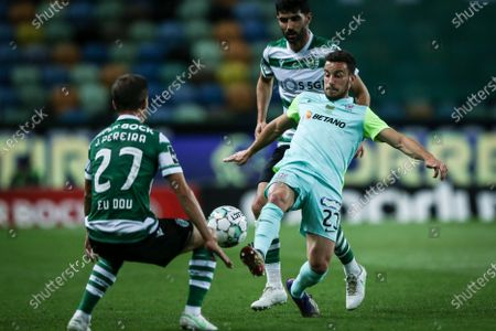 Sporting player Joao Pereira (L) fights for the ball with Maritimo player Ruben Macedo during the Portuguese First League Soccer match Sporting vs Maritimo at Alvalade Stadium, in Lisbon, Portugal, 19 May 2021.