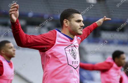 Mauro Icardi of PSG warms up
