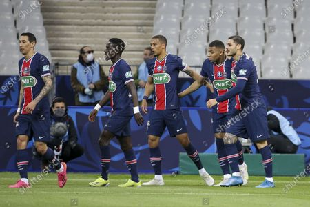 Mauro Icardi of PSG celebrates his goal with Kylian Mbappe and teammates