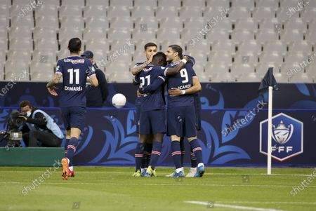 Mauro Icardi of PSG celebrates his goal with teammates