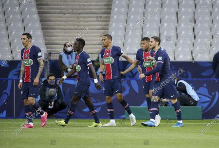 Mauro Icardi of PSG (right) celebrates his goal with Kylian Mbappe, Thilo Kehrer, Idrissa Gueye Gana, Angel Di Maria of PSG