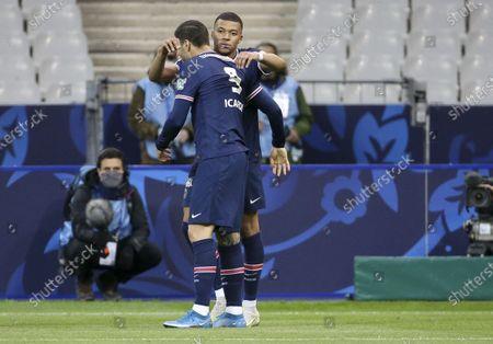 Mauro Icardi of PSG celebrates his goal with Kylian Mbappe