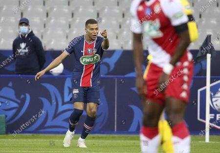 Kylian Mbappe of PSG celebrates the goal of Mauro Icardi of PSG