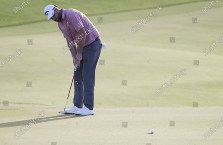 Marc Leishman of Australia putts on the eleventh hole during the first round of the 2021 PGA Championship golf tournament on the Ocean Course at Kiawah Island, South Carolina, USA, 20 May 2021. The PGA Championship runs from 20 May through 23 May.
