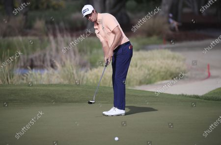 Harris English of the US putts on the first hole during the first round of the 2021 PGA Championship golf tournament on the Ocean Course at Kiawah Island, South Carolina, USA, 20 May 2021. The PGA Championship runs from 20 May through 23 May.