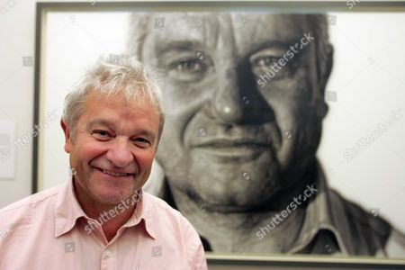 A Portrait Of Nobel Prize Winning Scientist Sir Paul Nurse By Artist Jason Brooks Is Unveiled At The National Portrait Gallery Today. Sir Paul Nurse With His Portrait Picture By Glenn Copus
