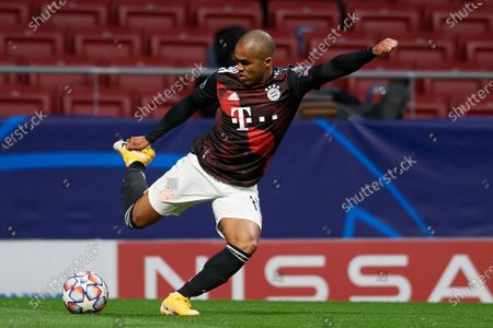 Douglas Costa of Bayern does passed during the UEFA Champions League Group A stage match between Atletico Madrid and FC Bayern Muenchen at Estadio Wanda Metropolitano on December 1, 2020 in Madrid, Spain.