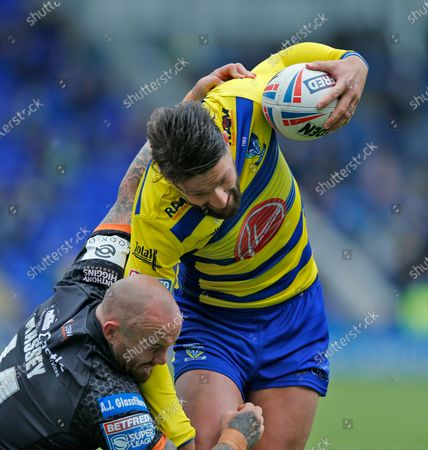 Gareth Widdop of Warrington Wolves races to the line to put down for the 3rd team try. also in pix Nathan Massey of Castleford