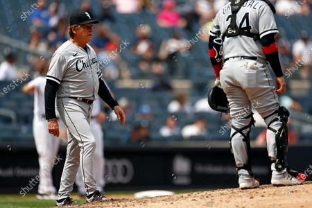Chicago White Sox manager Tony La Russa makes a pitching change during the fifth inning of a baseball game against the New York Yankees, in New York
