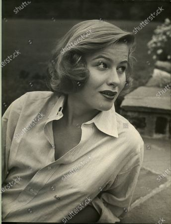 Portrait of Nancy Olson in the United States, 1950.