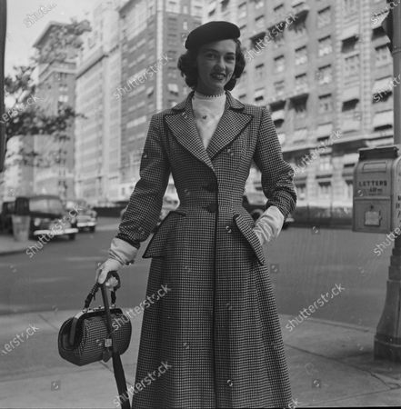 Actress Nancy Olson wearing a fashionable outfit, 1950.