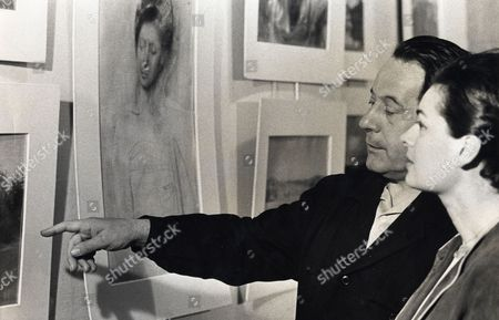 Artist Pietro Annigoni (died 10/88) And Zsuzsi Roboz Examine Paintings At His Upper Grovesnor Galleries For His One Man Show.
