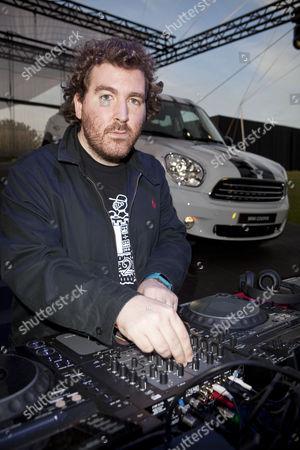 Joe Goddard from Hot Chip DJs