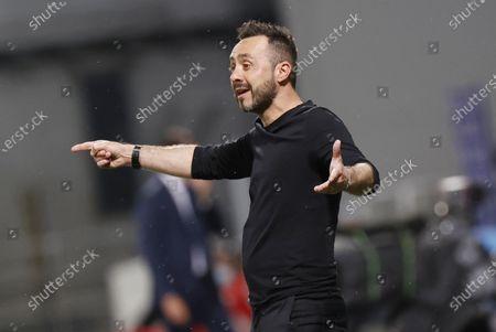 Sassuolo's coach Roberto De Zerbi reacts during the Italian Serie A soccer match US Sassuolo vs SS Lazio at Mapei Stadium in Reggio Emilia, Italy, 23 May 2021.