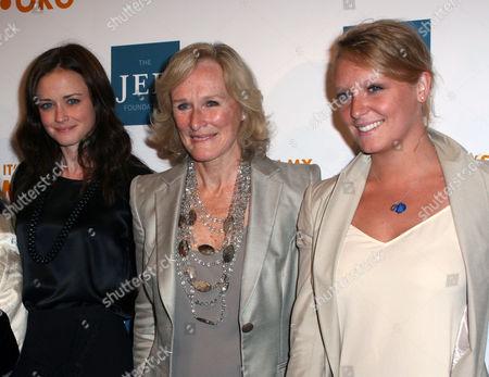 Alexis Bledel, Glenn Close, Annie Stark