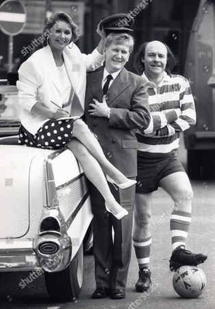 Singer & Television Presenter Cheryl Baker With Mike Smith And Comedian Mick Miller (r) Granada Tv Photocall