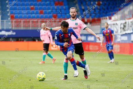 "(L-R) Takashi Inui (Eibar), Miralem Pjanic (Barcelona) - Football / Soccer : Spanish ""La Liga Santander"" match between SD Eibar 0-1 FCBarcelona at the Estadio Municipal de Ipurua in Eibar, Spain."