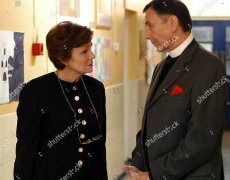 Marie Stubbs (Julie Walters) talks to Cannon John (Neville Jason)