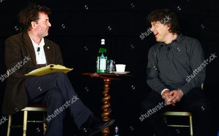 Alan Davies (R) in conversation with Justin Pollard