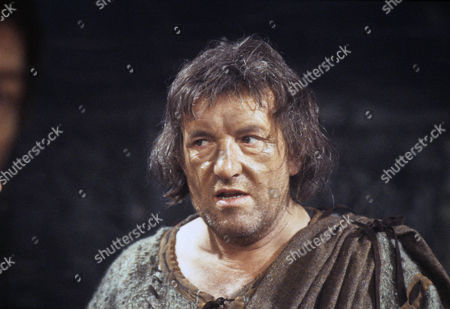 Colin Blakely as the Earl of Kent