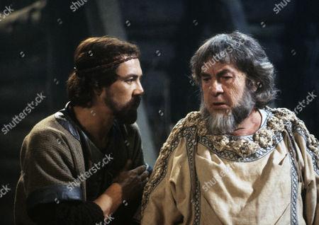 Robert Lindsay as Edmund, bastard son of the Earl of Gloucester and Leo McKern as the faithful Earl of Gloucester
