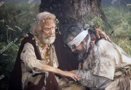 Laurence Olivier as King Lear and Leo McKern as the Earl of Gloucester