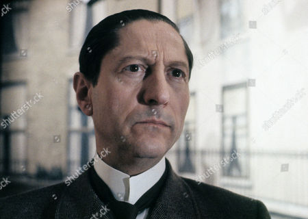 Series 2 Episode 3 - The Norwood Builder Colin Jeavons as Inspector Lestrade
