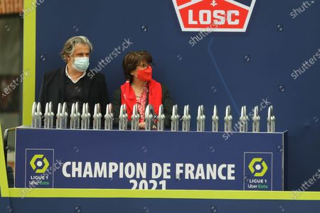 Stock Image of Lille Mayor Martine Aubry.  Lille's (Lille Olympique Sporting Club, LOSC) players celebrate with France's L1 football championship trophy at the cub's headquarters in Camphin-en-Pevele on May 24, 2021, a day after winning the last game of the season against Angers SCO.