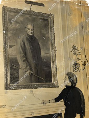 Mrs Mary Soames (nee Mary Churchill) Unveils A Portrait Of Her Father Sir Winston Leonard Spencer-churchill Kg Om Ch Td Pc Frs (30 November 1874 - 24 January 1965) British Politician. The Portrait Is By Felix Szoesny And Hangs In The Institute Of Directors. Mary Soames Baroness Soames Lg Dbe (born 15 September 1922) Is The Widow Of The Lord Soames. She Was Born Mary Spencer-churchill The Youngest Of Winston Churchill And His Wife Clementine's Five Children.