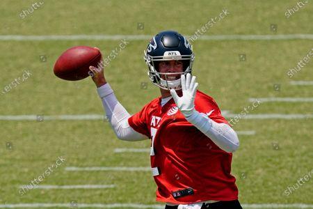 Stock Image of Atlanta Falcons quarterback Matt Ryan throws during an OTA football practice, in Flowery Branch, Ga