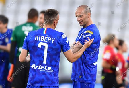 Former Juventus' coach Massimiliano Allegri (R) and Fiorentina's Frack Ribery during the 2021 'Partita del Cuore' (Match of the Heart) charity soccer match between the 'Nazionale Cantanti' (Singers national team) and 'Campioni per la Ricerca' (Research champions) at the Allianz Stadium in Turin, Italy, 25 May 2021.