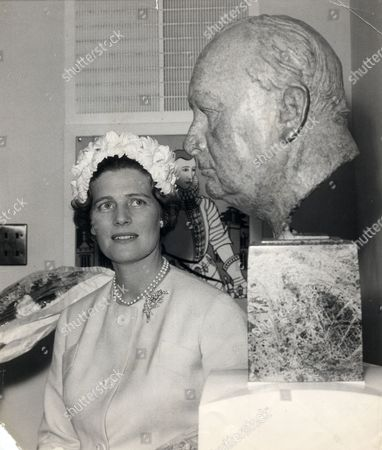 Mrs Christopher Soames (nee Mary Churchill) Admires A Bronze Bust Of Her Father Winston Churchill By William Reid Dick In The School Entrance At The Service Of Dedication And Opening Ceremony Of Churchill School Westerham Kent. Mary Soames Baroness Soames Lg Dbe (born 15 September 1922) Is The Widow Of The Lord Soames. She Was Born Mary Spencer-churchill The Youngest Of Winston Churchill And His Wife Clementine's Five Children. Sir Winston Leonard Spencer-churchill Kg Om Ch Td Pc Frs (30 November 1874 - 24 January 1965) British Politician.