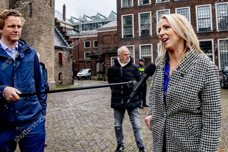 Informateur Hamer jointly receives the chairmen of the political groups in the building of the House of Representatives: VVD, Mark Rutte D66, Sigrid Kaag CDA, Wopke Hoekstra SP, Lilian Marijnissen PvdA, Lilianne Ploumen GroenLinks, Jesse Klaver and ChristenUnie, Gert-Jan Segers. All political groups will be invited in clusters by the informateur for an interview this week.