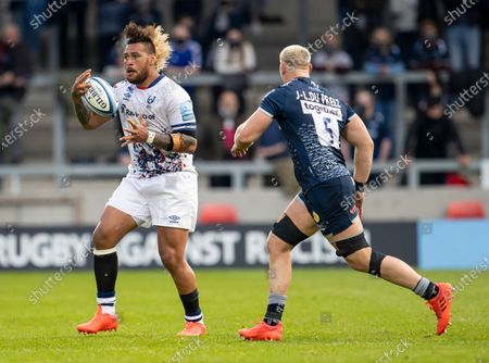 Nathan Hughes of Bristol Bears catches the ball in front of Jean-Luc du Preez of Sale Sharks; AJ Bell Stadium, Salford, Lancashire, England; English Premiership Rugby, Sale Sharks versus Bristol Bears.