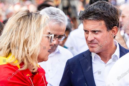 The politicians Manuel Valls and his wife Susana Gallardo during the Spanish demonstration protesting against the catalan separatists and claiming for the unity of Spain. On 27 October 2019, in Barcelona, Spain.