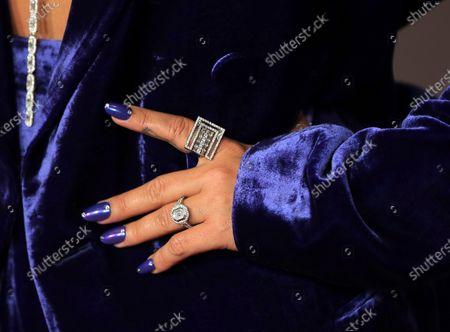 Demi Lovato, jewelry detail