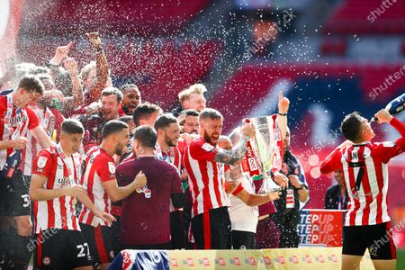 Pontus Jansson of Brentford celebrates &  lifts the play off trophy after victory