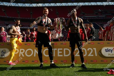Brentford players celebrate winning promotion to the Premier League, Pontus Jansson of Brentford and Ivan Toney of Brentford