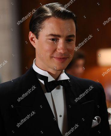 Tom Wisdom as Oliver Manders