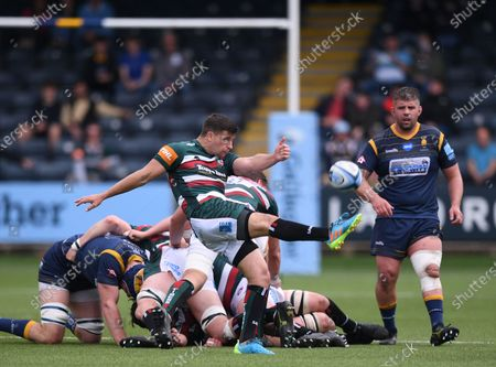 Ben Youngs of Leicester Tigers kicks from the base of the ruck; Sixways Stadium, Worcester, Worcestershire, England; Premiership Rugby, Worcester Warriors versus Leicester Tigers.
