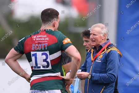 Alan Solomons Director of Rugby for Worcester Warriors talks with Matt Scott of Leicester Tigers after the match; Sixways Stadium, Worcester, Worcestershire, England; Premiership Rugby, Worcester Warriors versus Leicester Tigers.