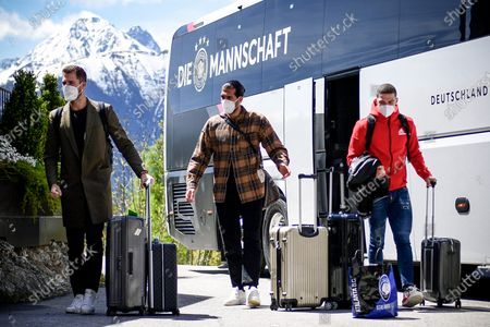 Germany's goalkeeper Kevin Trapp (L), players Emre Can (C) and Robin Gosens (R) arrive at the team hotel in Seefeld, Austria, 28 May 2021. The German squad prepares for the upcoming UEFA EURO 2021 in Europe at a training camp in Seefeld until 06 June 2021.