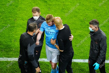 Kevin De Bruyne of Manchester City is visibly upset as he goes off with a head injury as Manchester City Manager Pep Guardiola consoles him