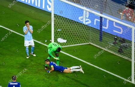 Goalkeeper Edouard Mendy of Chelsea pats Cesar Azpilicueta after a good block as Ilkay Gundogan of Manchester City looks dejected
