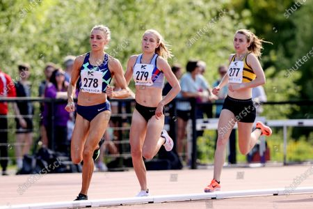 Women's 800m . Alexandra Bell of Pudsey and Bramley leads from Georgie Hartigan of DSD