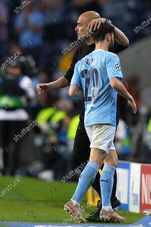 Bernardo Silva of Manchester City is taken off by Manchester City Manchester City Pep Guardiola during the UEFA Champions League final between Manchester City and Chelsea FC in Porto, Portugal, 29 May 2021.